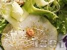 Рецепта Салата с круши, тиквички, кълнове и кайсиеви ядки